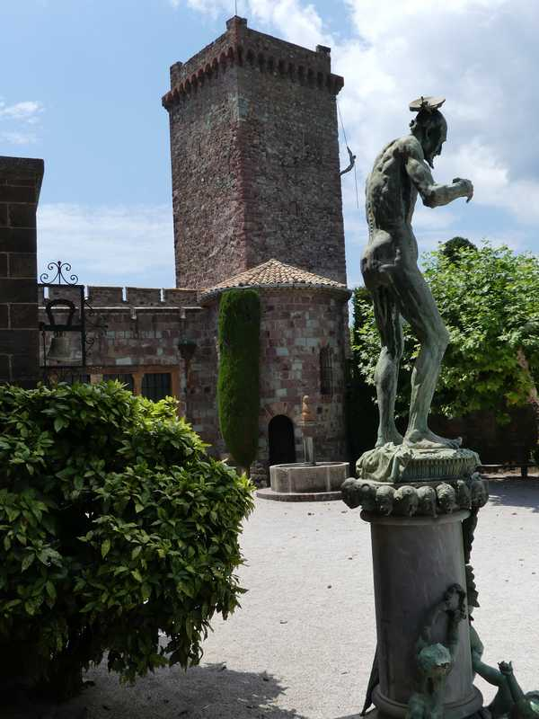 La cour du château de Mandelieu-La Napoule