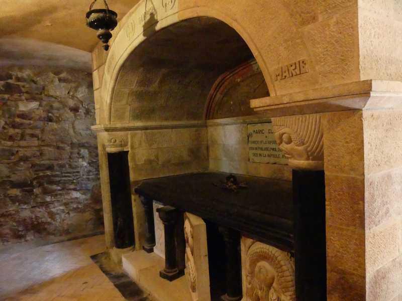 La tour et la sépulture de Henry et marie Clews.