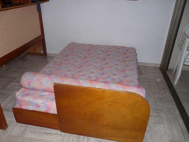 L'espace couchage pour les enfants et 2 adultes avec un lit escamotable